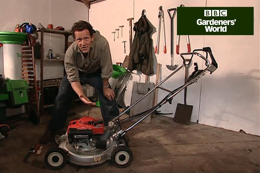 How to maintain a petrol lawn mower video