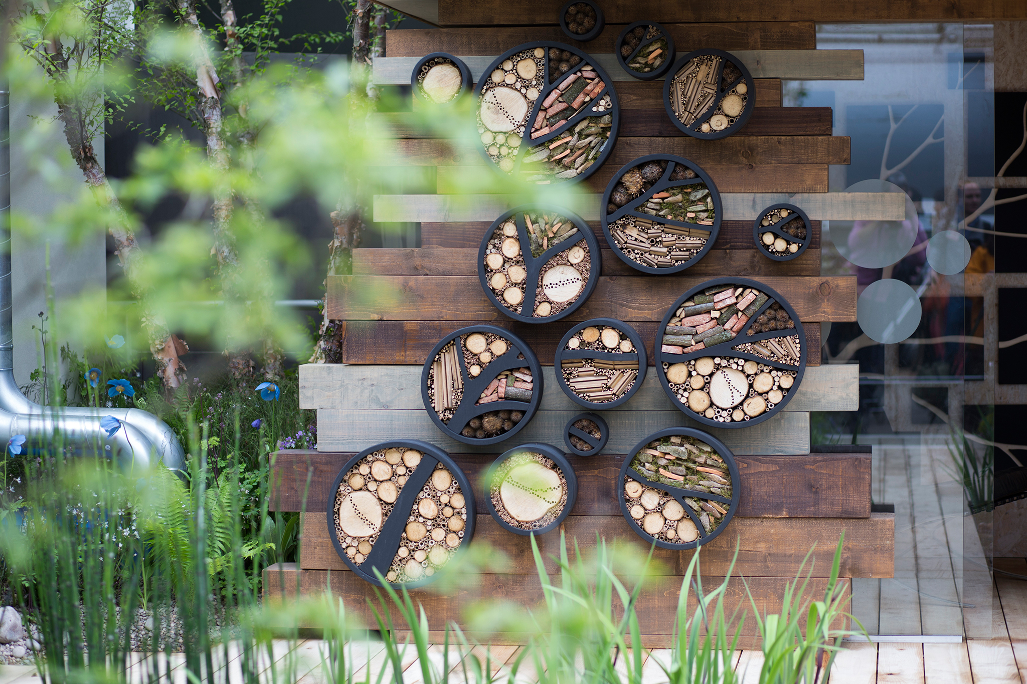 chelsea-flower-show-garden-bee-hotel-focal-point