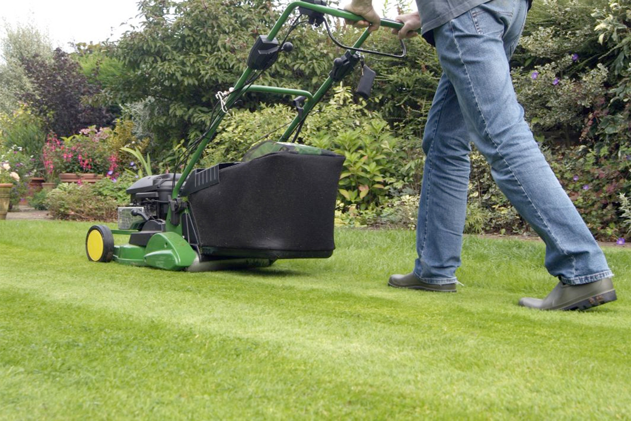 12 lawn mowing tips for Lawn mower cutting grass
