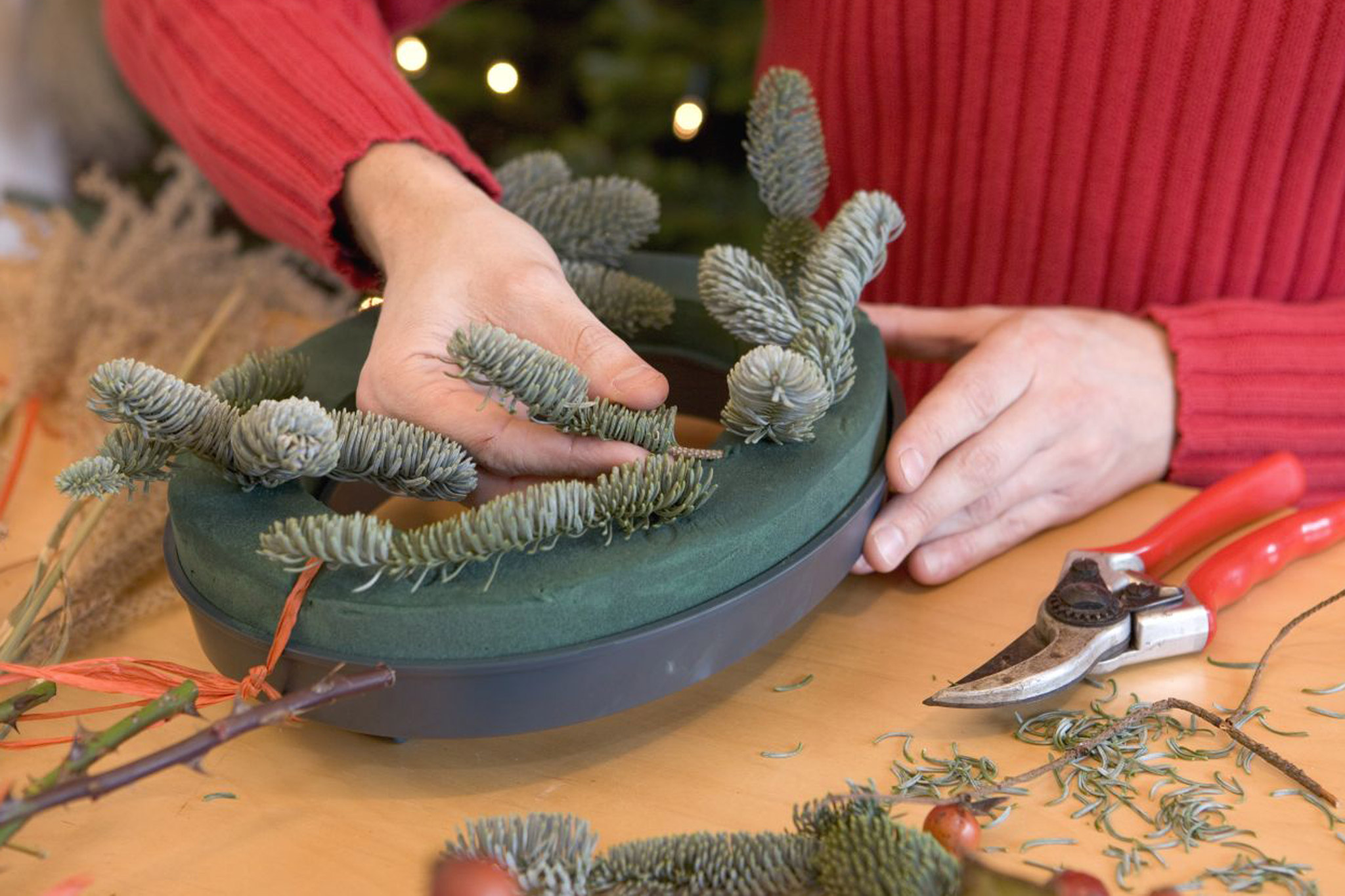 push-the-christmas-tree-sprigs-into-the-foam-2
