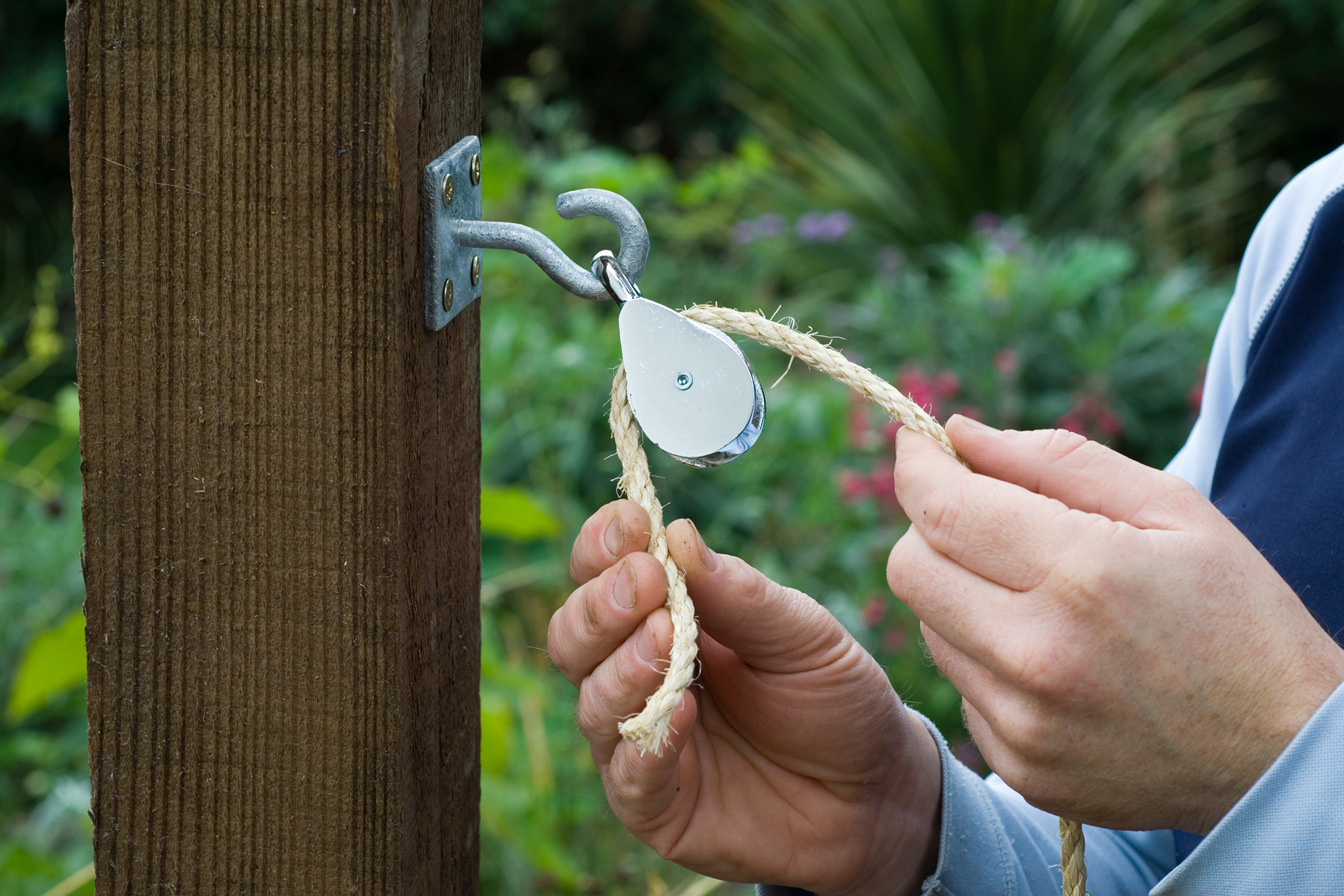attach-the-wall-plates-to-opposite-posts-then-attach-a-pulley-to-each-hook