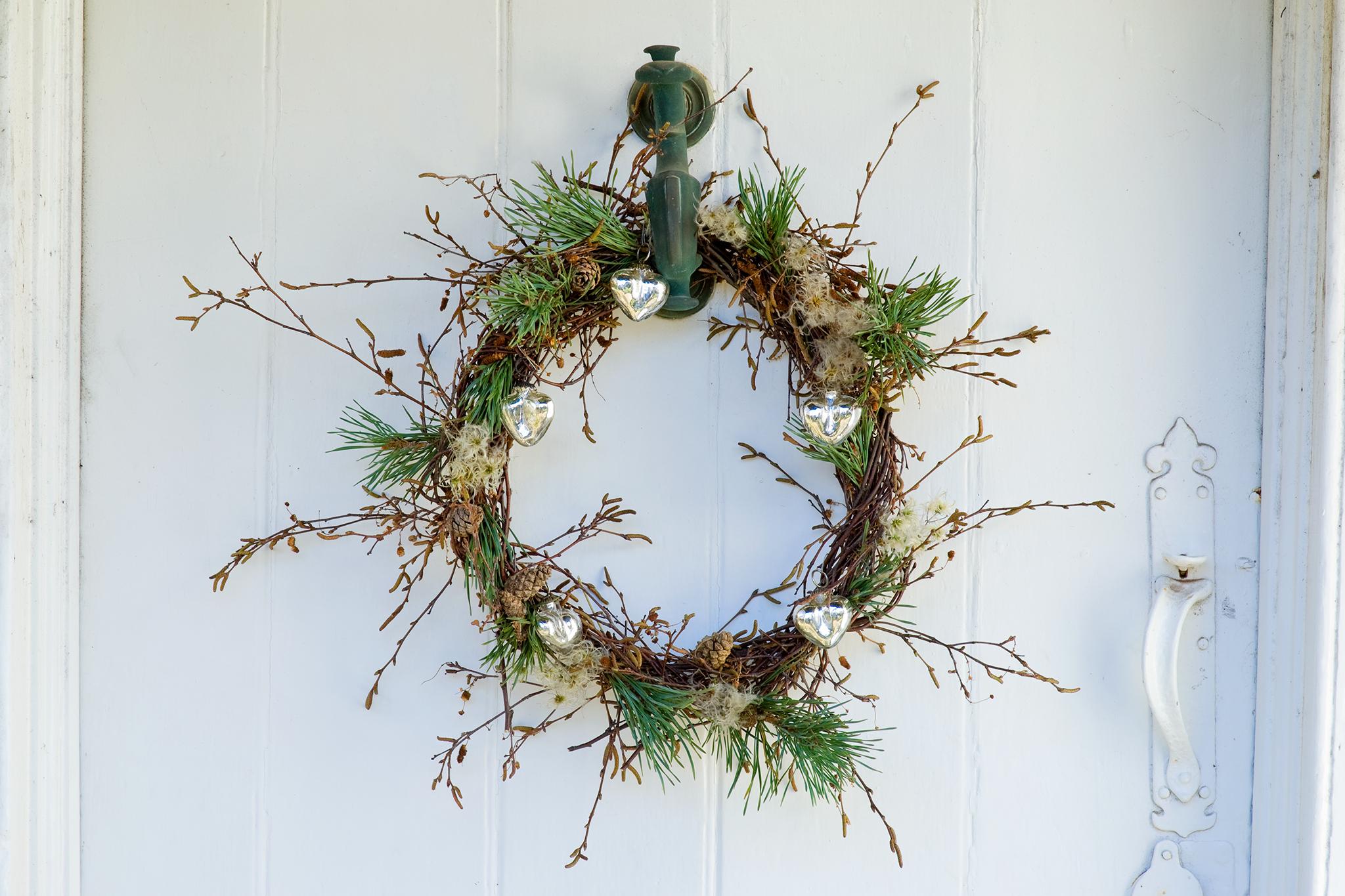 How To Create A Contemporary Christmas Door Wreath