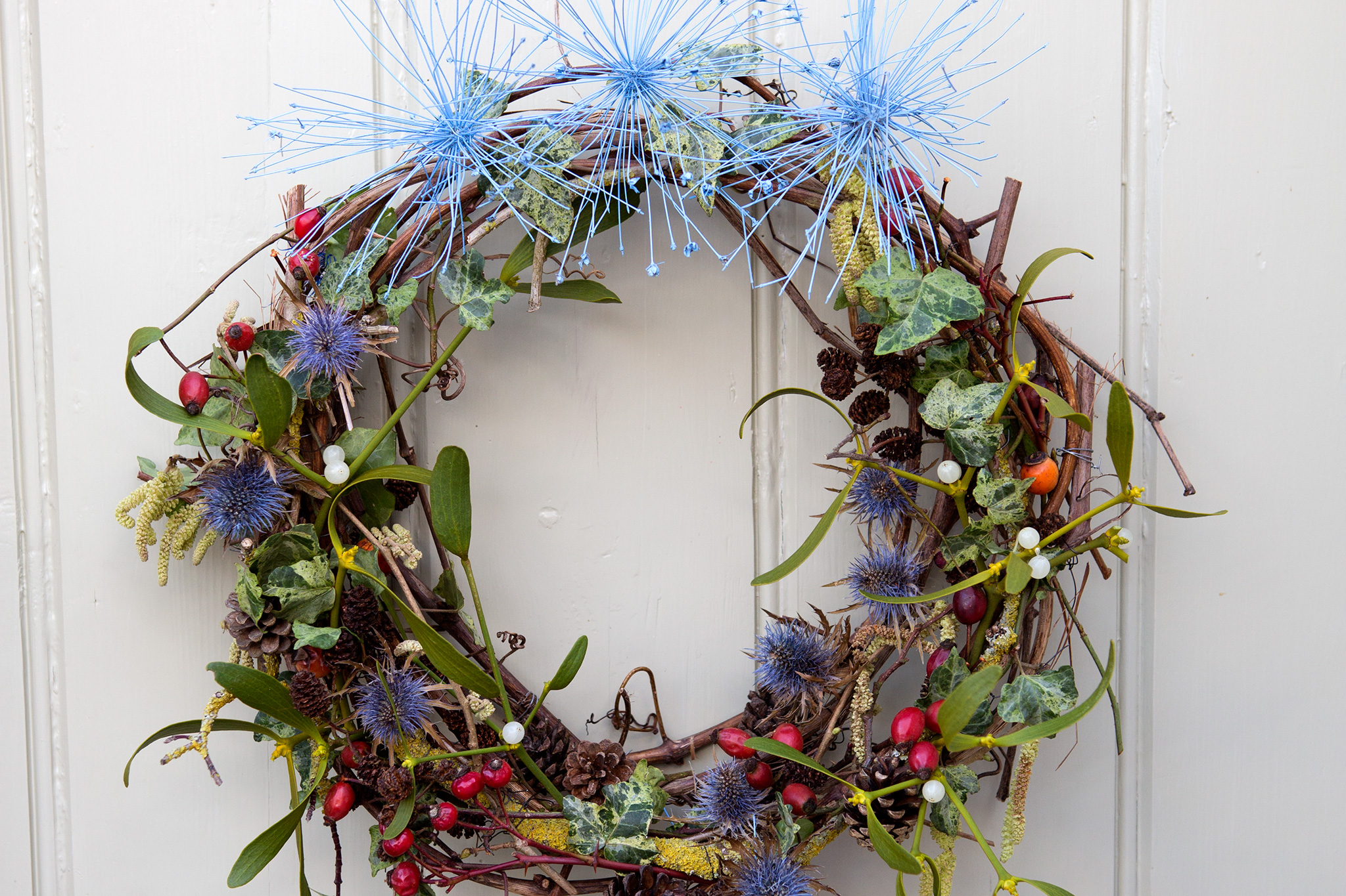 mistletoe-and-eryngium-wreath-2