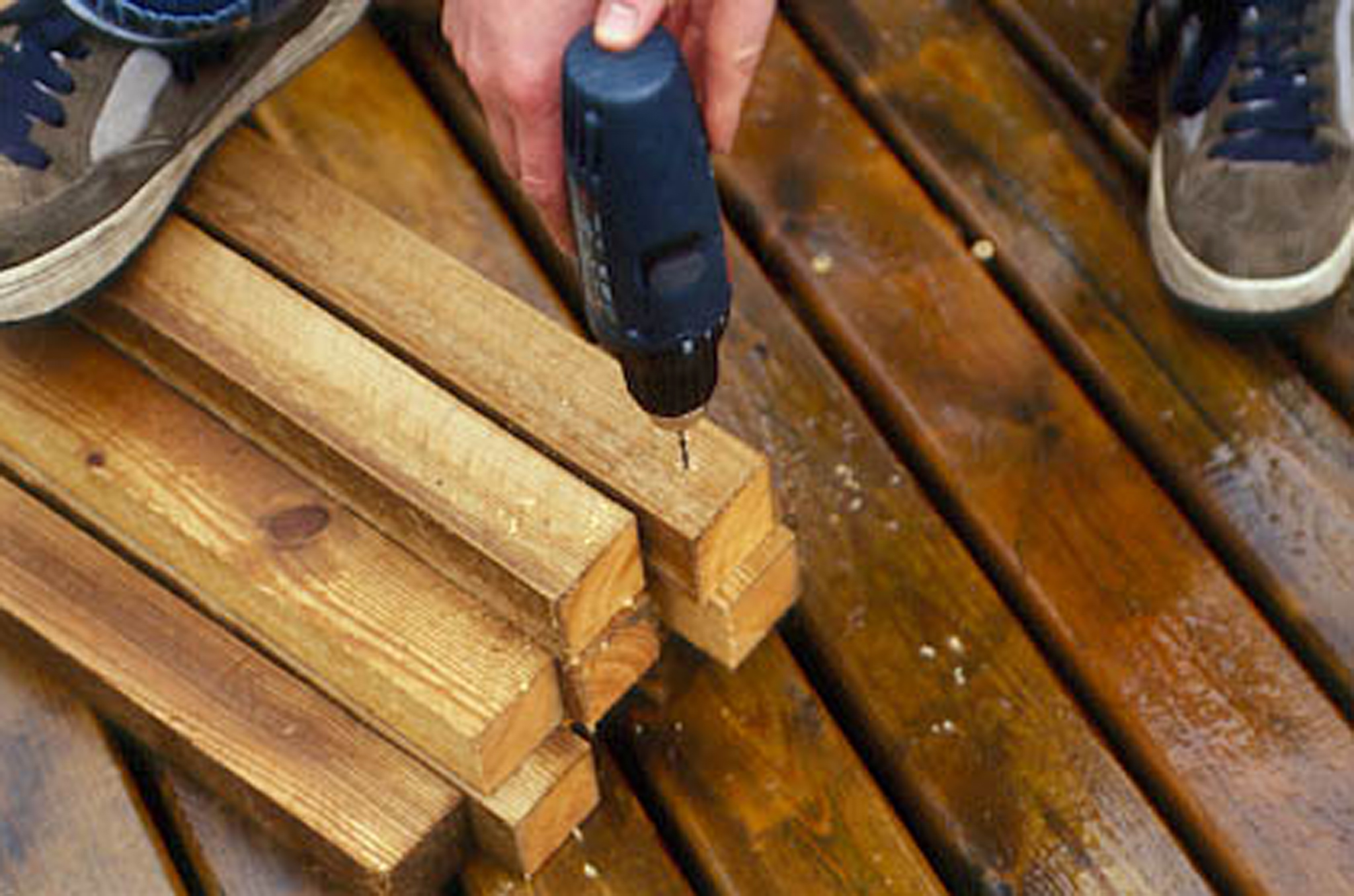 drilling-holes-to-make-a-wooden-planter-2