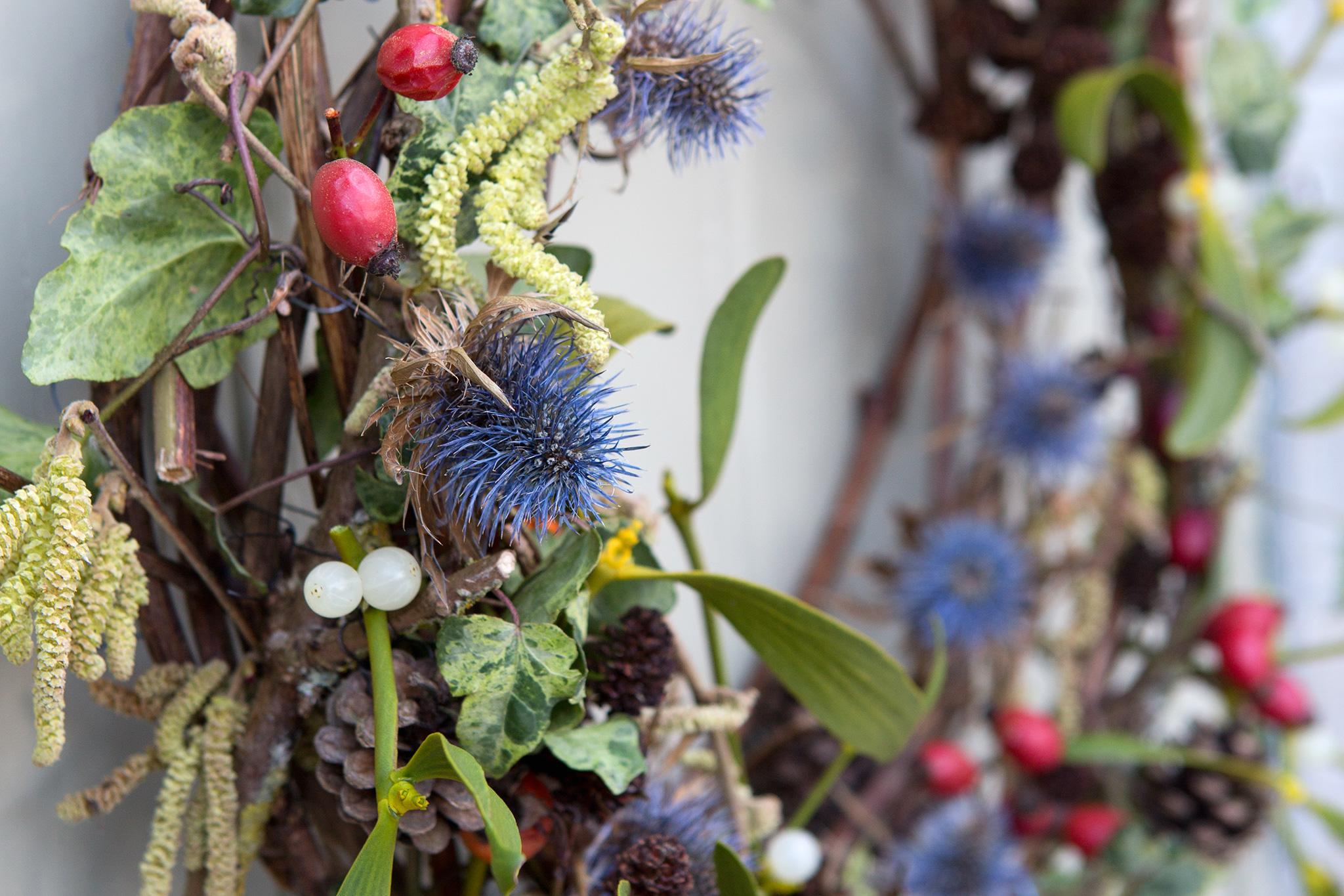 mistletoe-and-teasel-christmas-wreath-2
