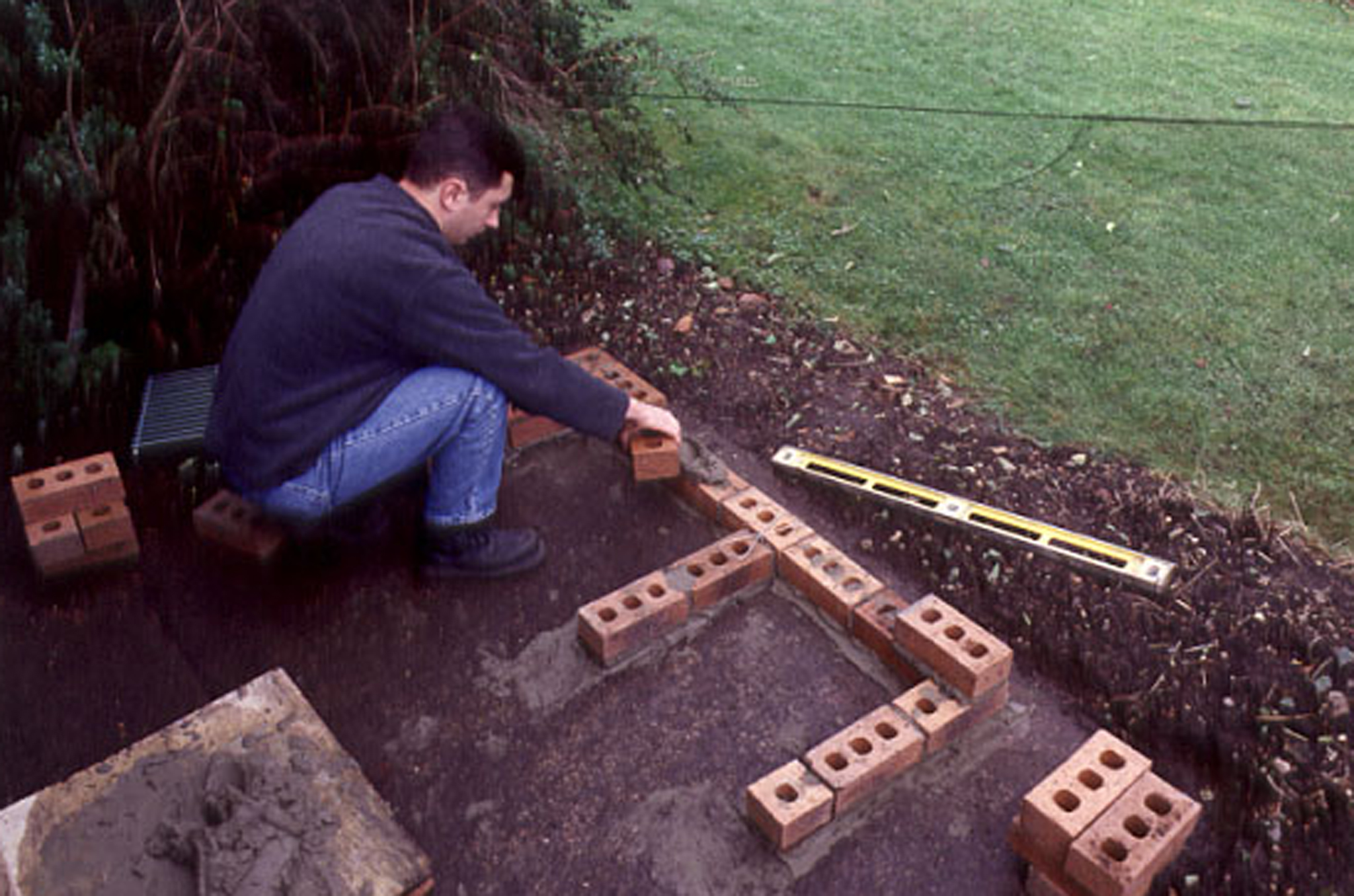 laying-more-courses-of-bricks-into-barbecue-2