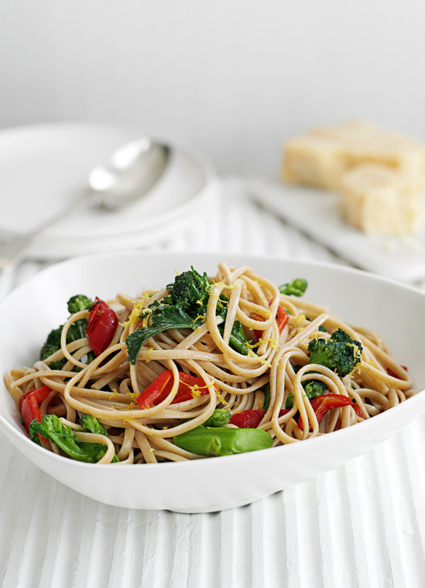 Linguine with broccoli and roasted peppers
