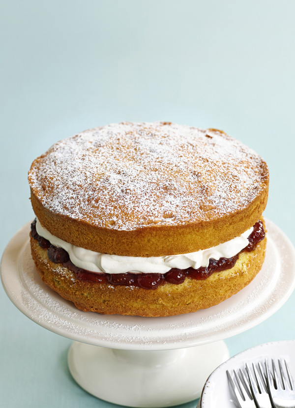Simple victoria sponge recipe best ever victoria sponge for How to bake a simple cake for beginners