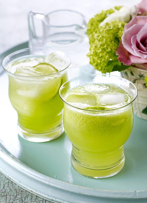 Valentine Warner's cucumber gin fizz