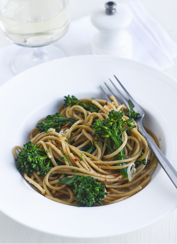 Broccoli, chilli and lemon wholewheat pasta