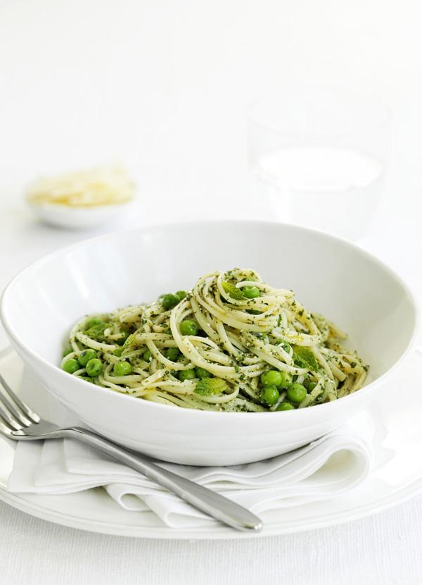 Linguine with peas and mint pesto