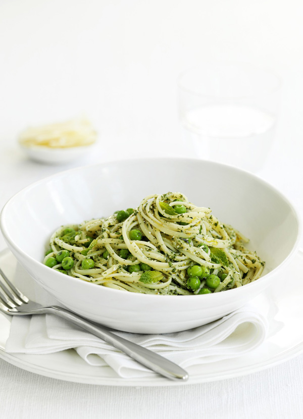 Linguine with peas and mint pesto