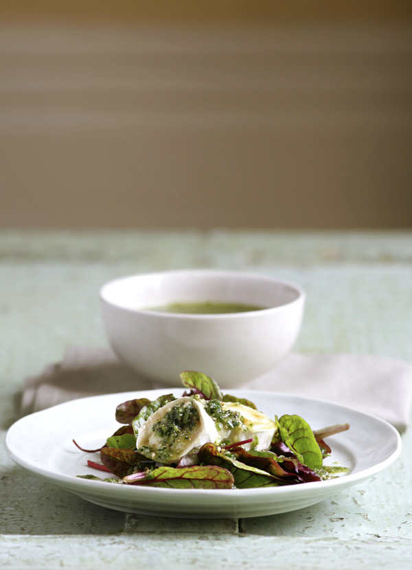 Grilled goat's cheese with walnut and parsley pesto