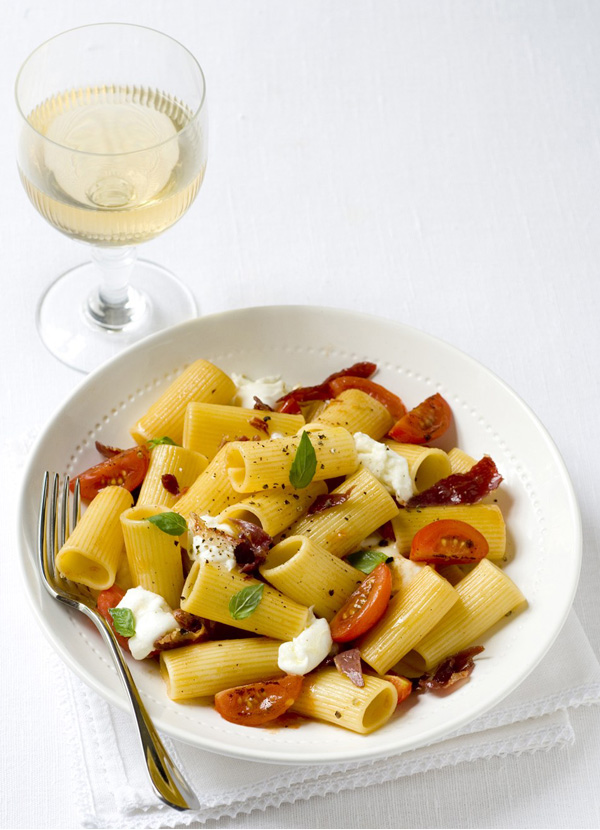 Rigatoni with Parma ham and tomatoes