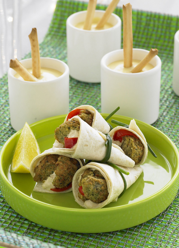 Falafel wraps with hummus