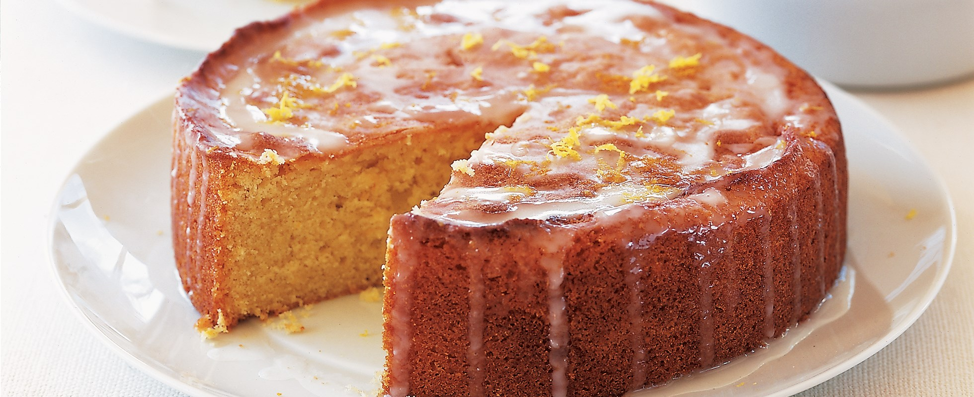 Easy Lemon Drizzle Cake Round