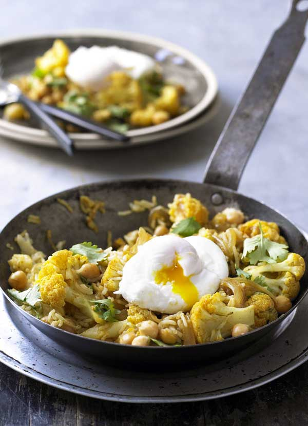 Cauliflower and chickpea pilaf with poached egg