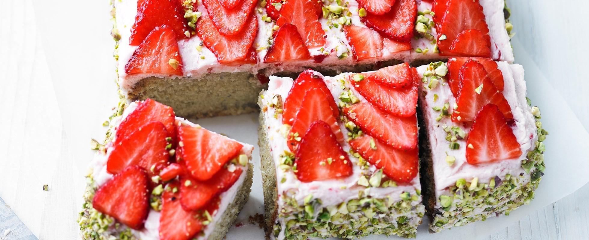 Strawberry and pistachio cake
