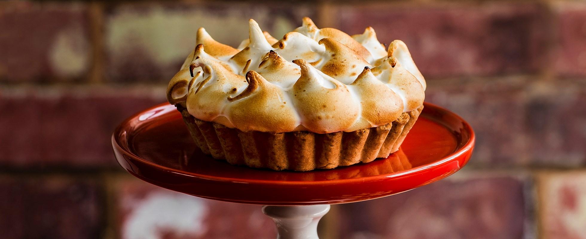 lemon s'mores meringue pie