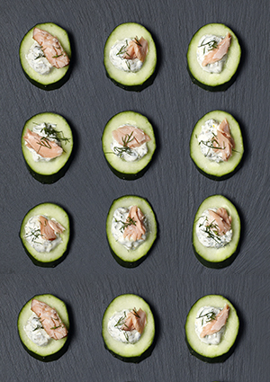 Cucumber wheels with salmon, tartare sauce and dill recipe