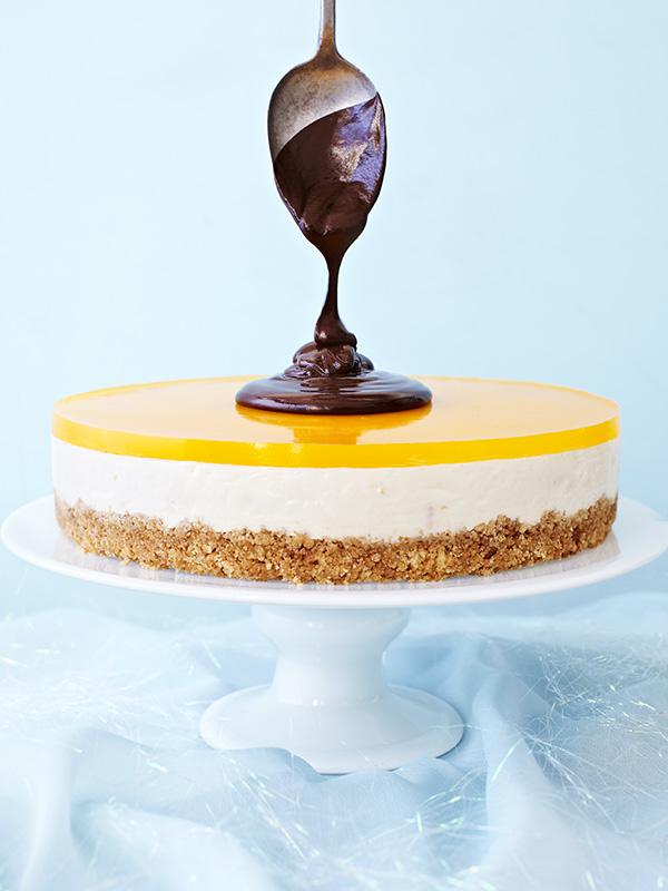 Clementine cheesecake with shiny chocolate sauce