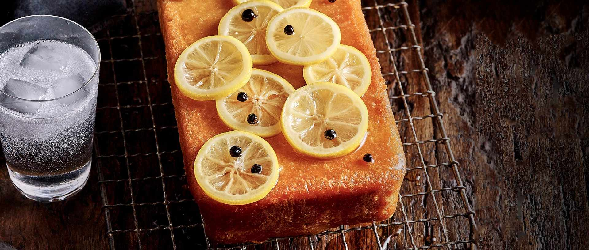 Double lemon, gin and tonic cake