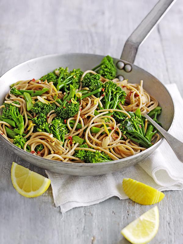 Wholewheat Vegan Spaghetti Recipe with Broccoli, Chilli and Lemon
