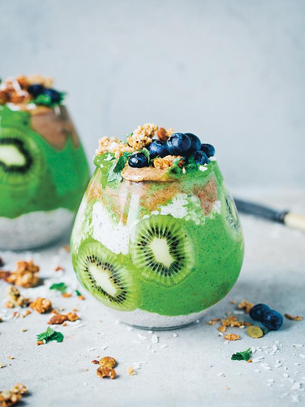 Kale Smoothie Recipe With Kiwi and Chia