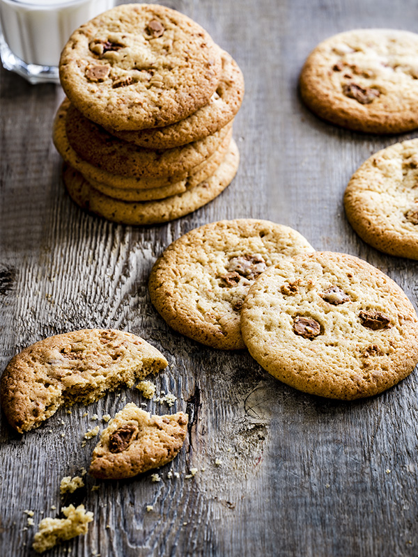 Caramelised white chocolate cookies