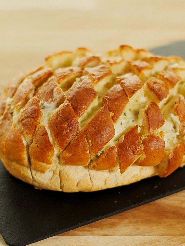 how to make cheesy garlic hedgehog bread