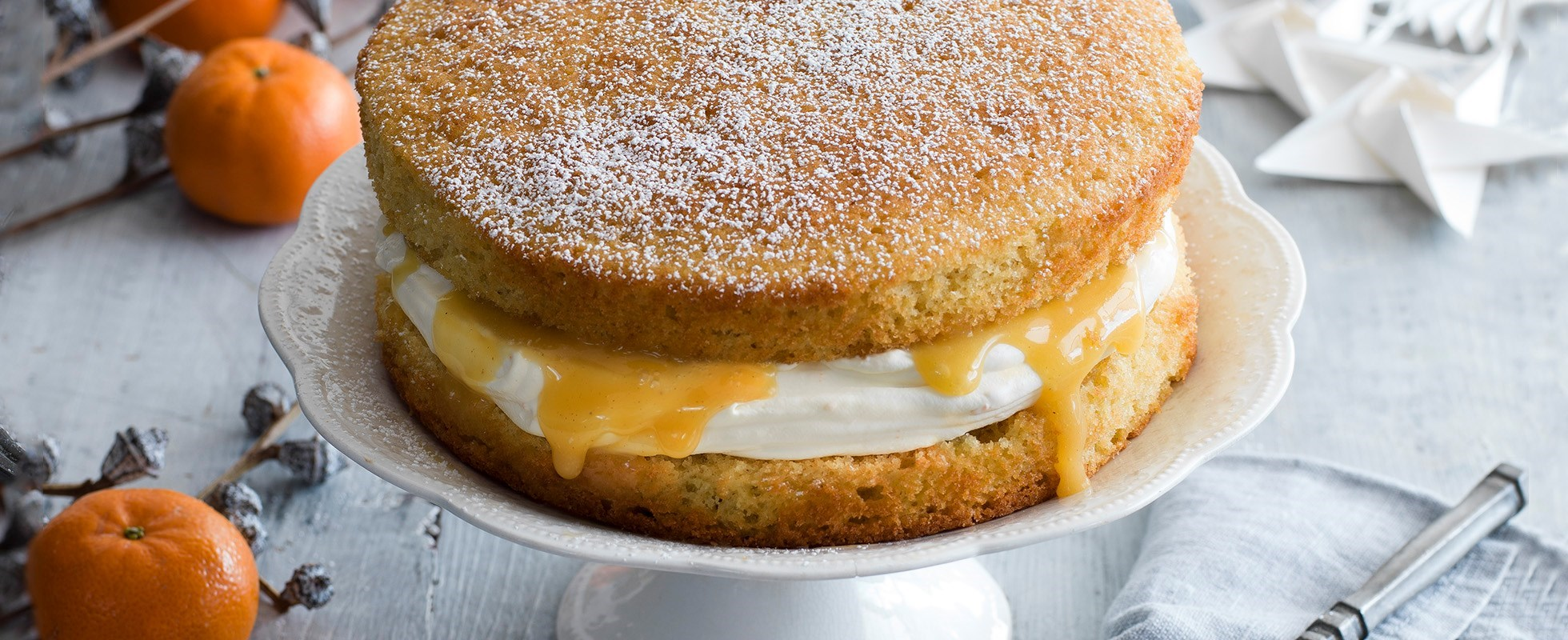 victoria sponge with Christmas curd