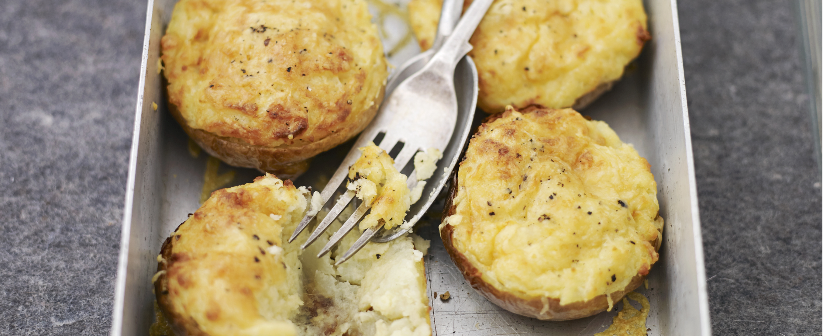 Perfect Baked Jacket Potato Guide with Topping Ideas ...