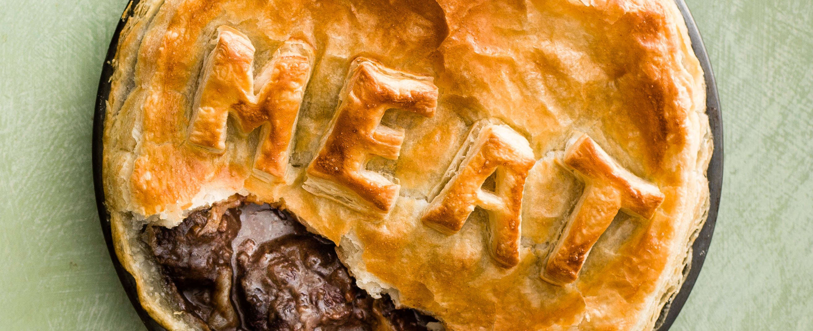 Beef shin and red wine pie