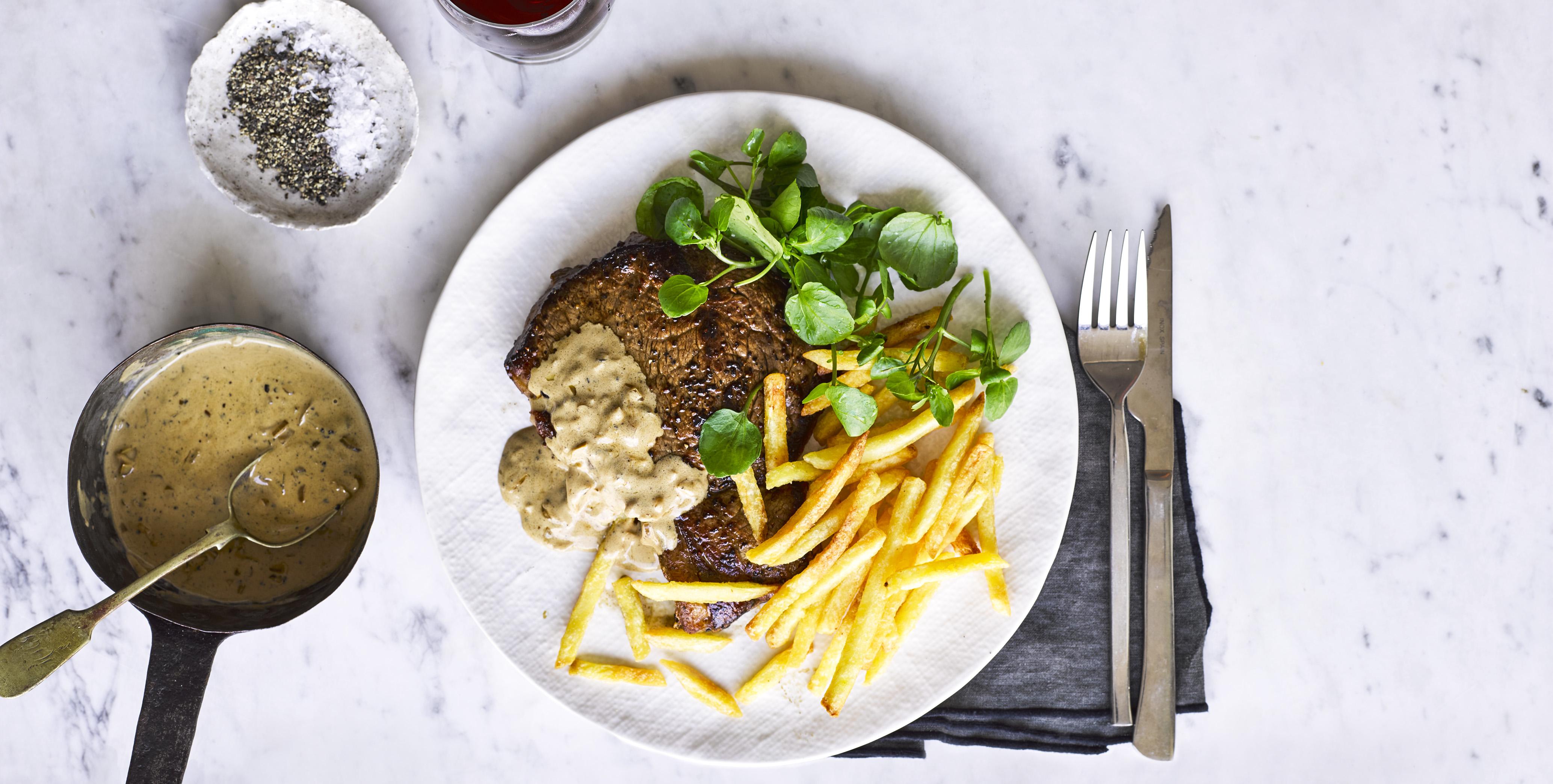 steak with creamy peppercorn steak
