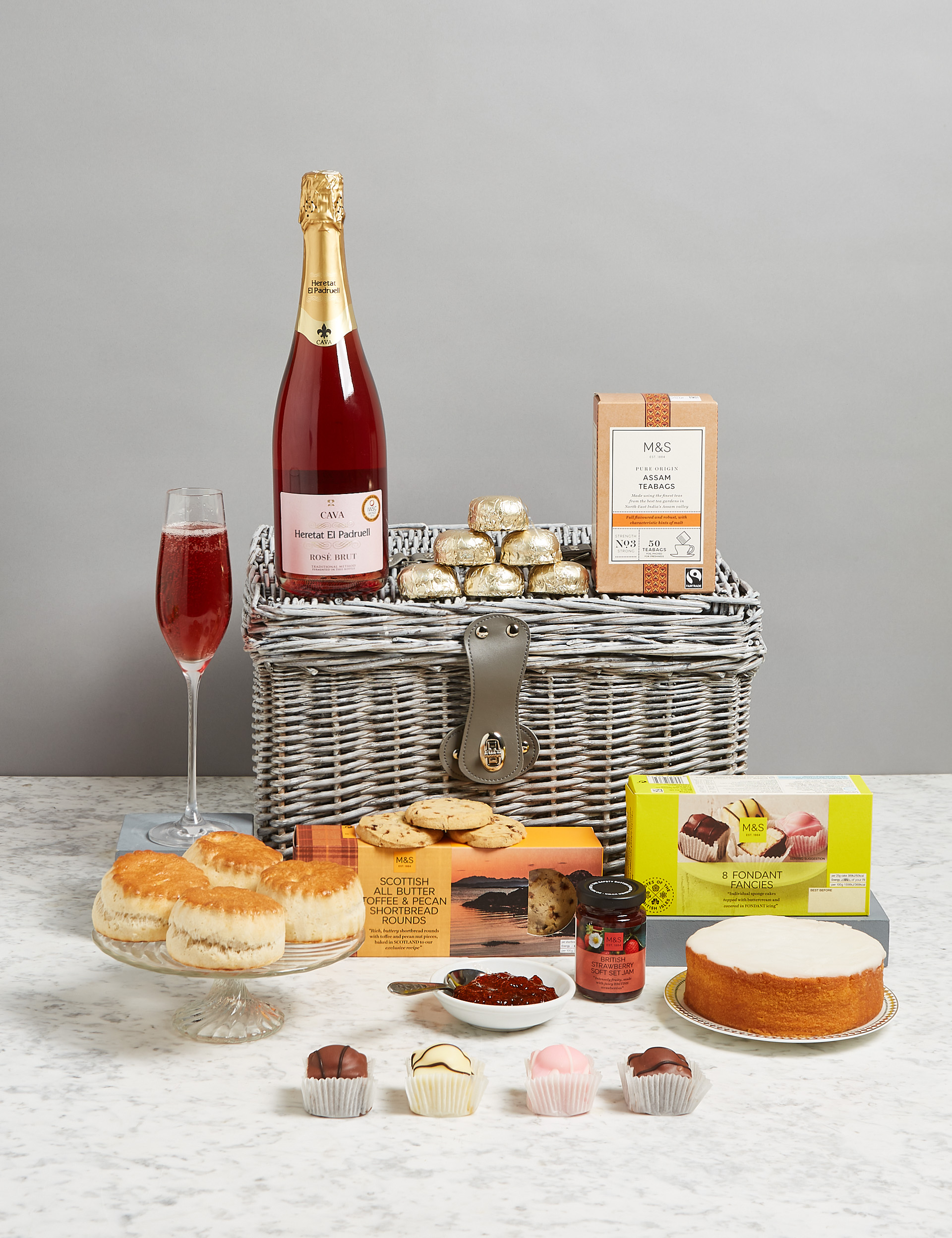 Tea in Knightsbridge Hamper, £50