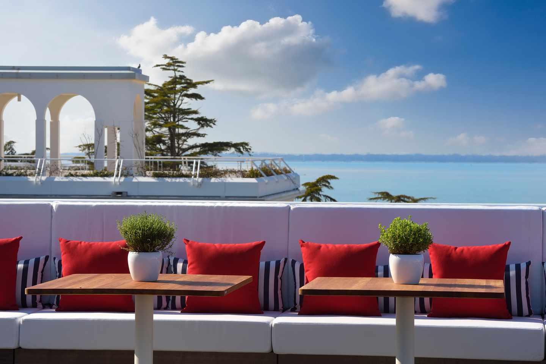 Poolside bar at JW Marriot Venice Resort