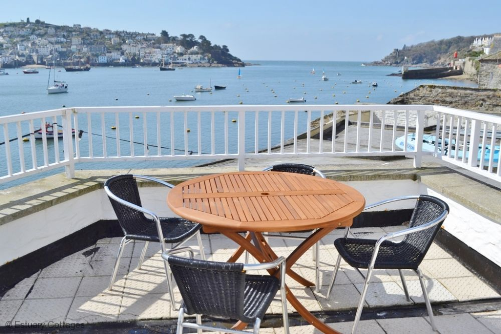 Havener's Fowey: waterfront apartment balcony