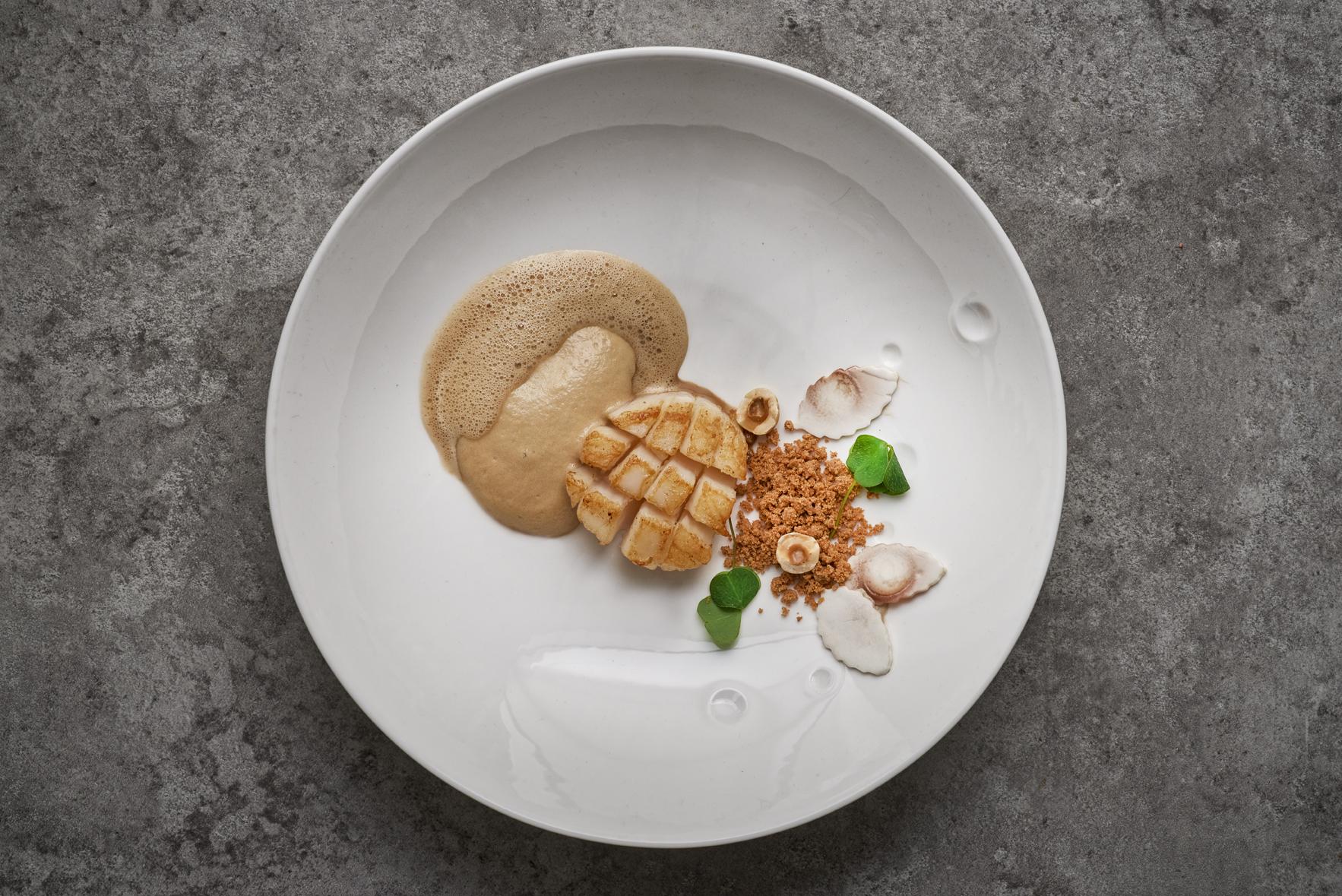Seared Orkney scallop, masala, hazelnut, green coffee bean