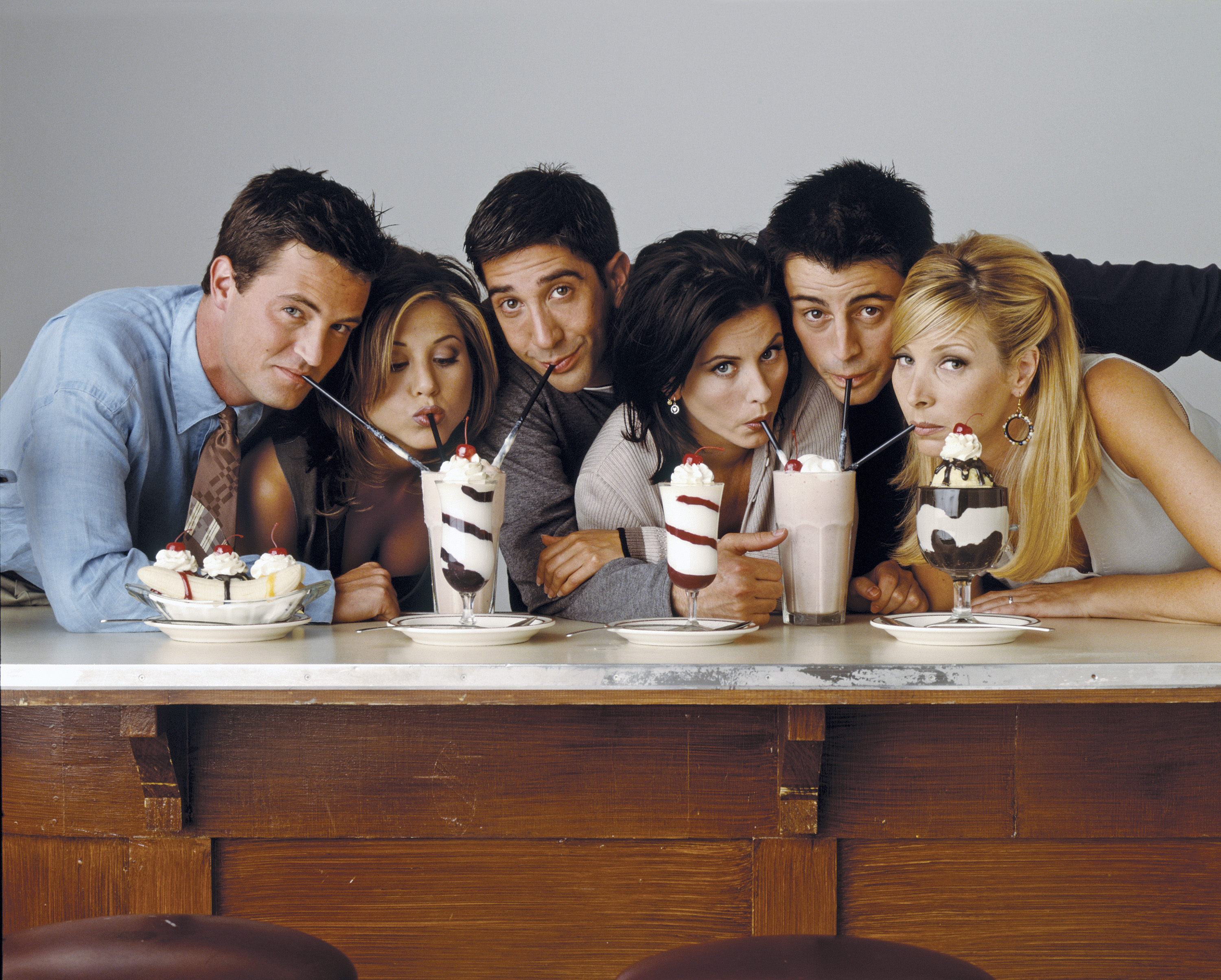 FRIENDS -- Pictured: (l-r) Matthew Perry as Chandler Bing, Jennifer Aniston as Rachel Green, David Schwimmer as Ross Geller, Courteney Cox as Monica Geller, Matt Le Blanc as Joey Tribbiani, Lisa Kudrow as Phoebe Buffay  (Photo by NBC/NBCU Photo Bank via Getty Images, TG)