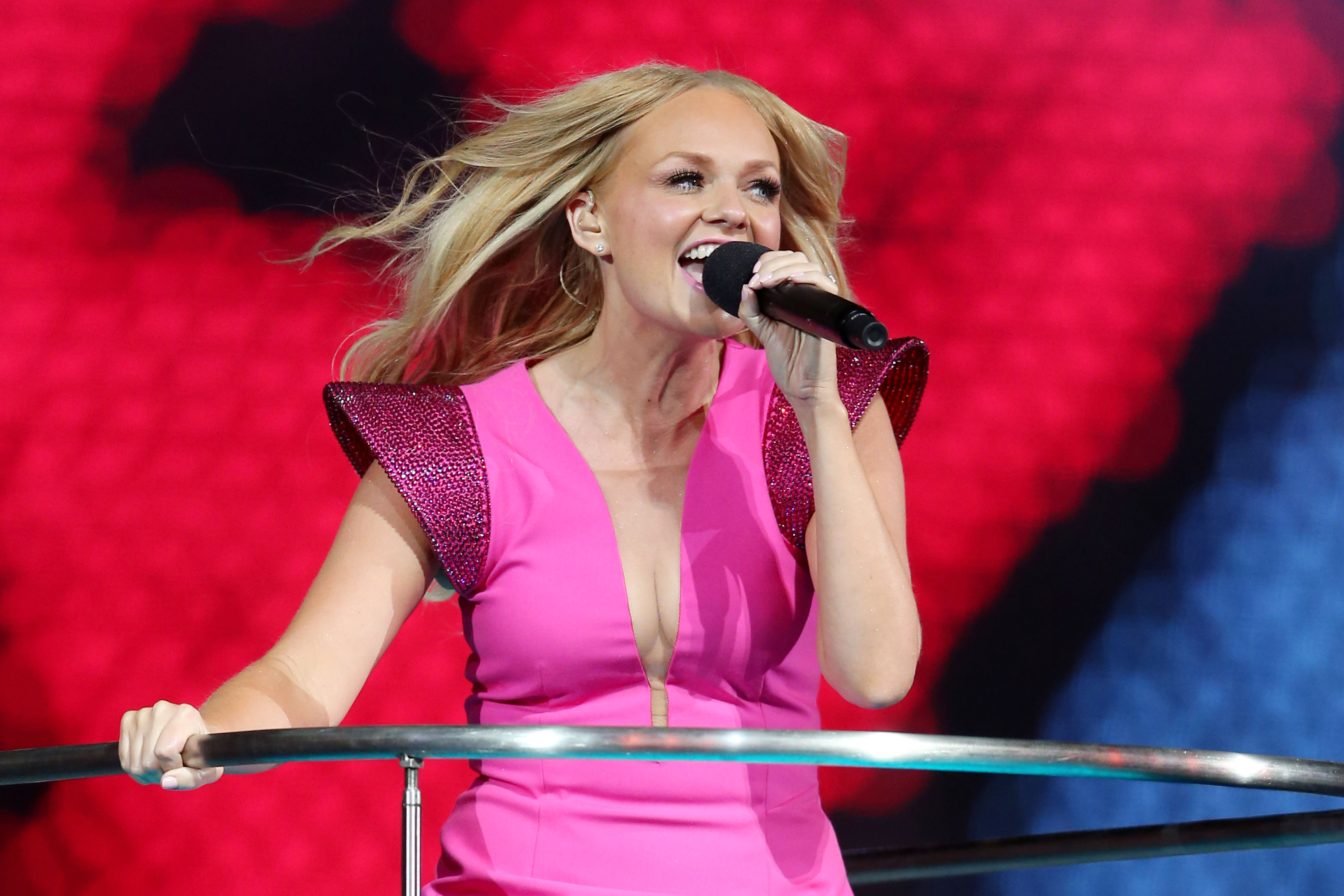 does emma bunton want to get the spice girls back together