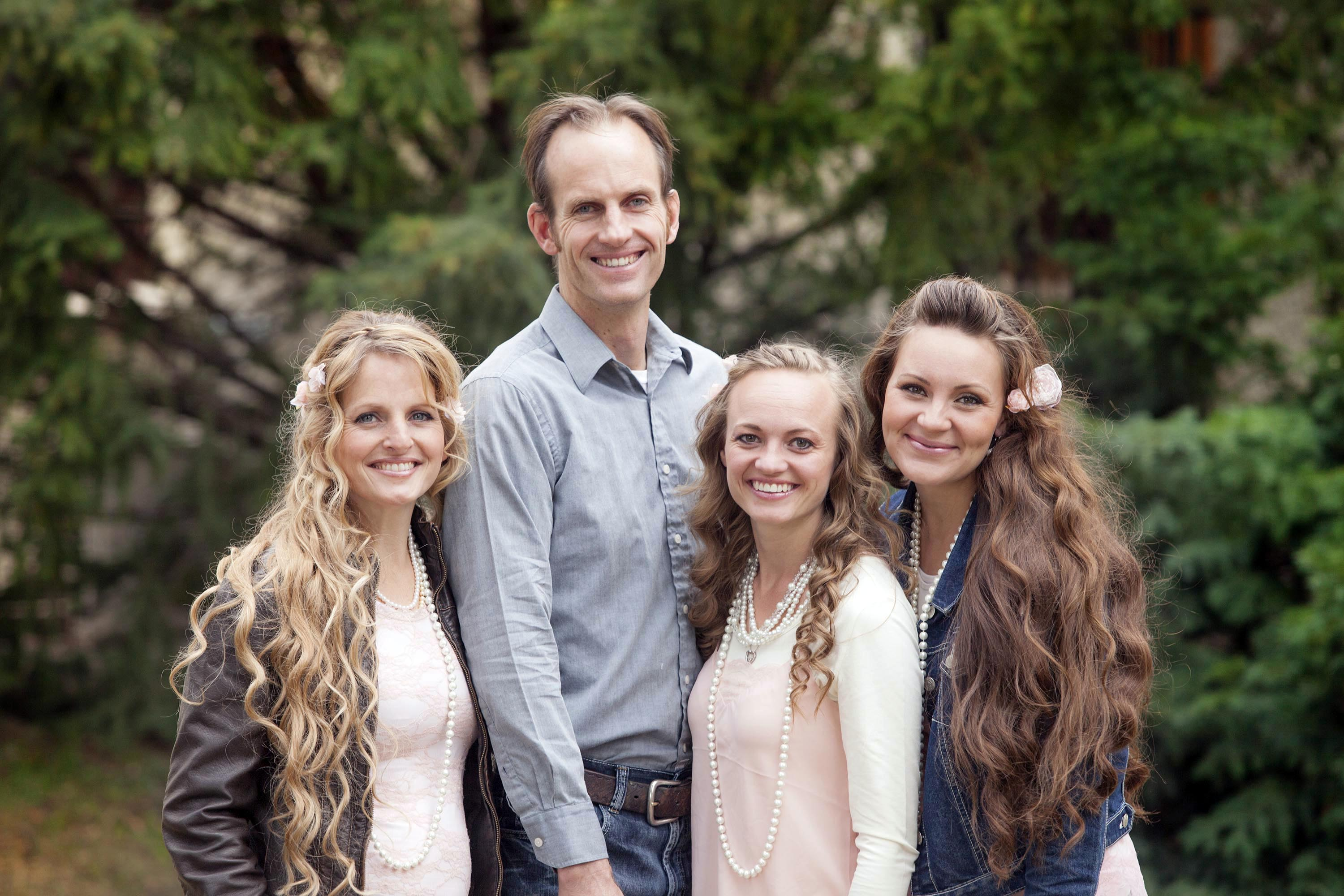Three Wives One Husband Reveals The Polygamist Mormon