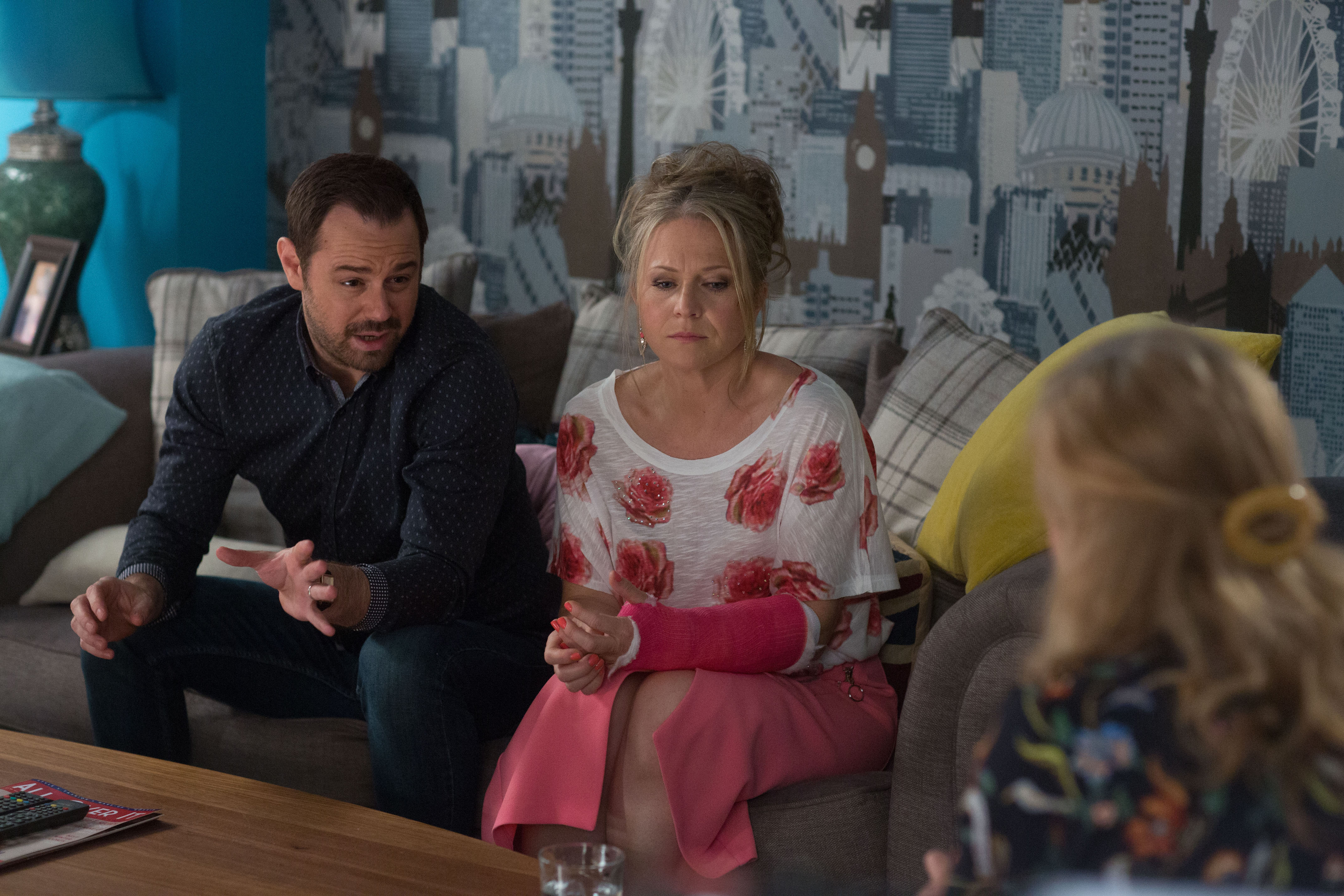 14032064-high_res-eastenders-july-september-2017_Linda_mick_xcn;kxbzn;kzxbn