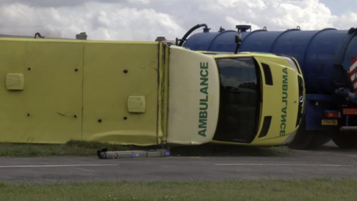 Ambulance_Crash_EastEnders_sdjdfjasjsadjsajspoads