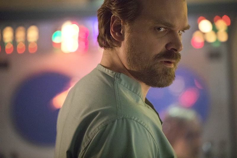 David Harbour in Stranger Things 2 (Netflix, HF)