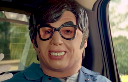 Austin Powers mask in Baby Driver (Movie screenshot, EH)
