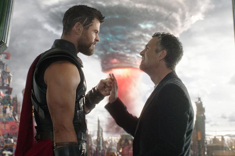Chris Hemsworth and Mark Ruffalo in Thor: Ragnarok (Marvel, HF)