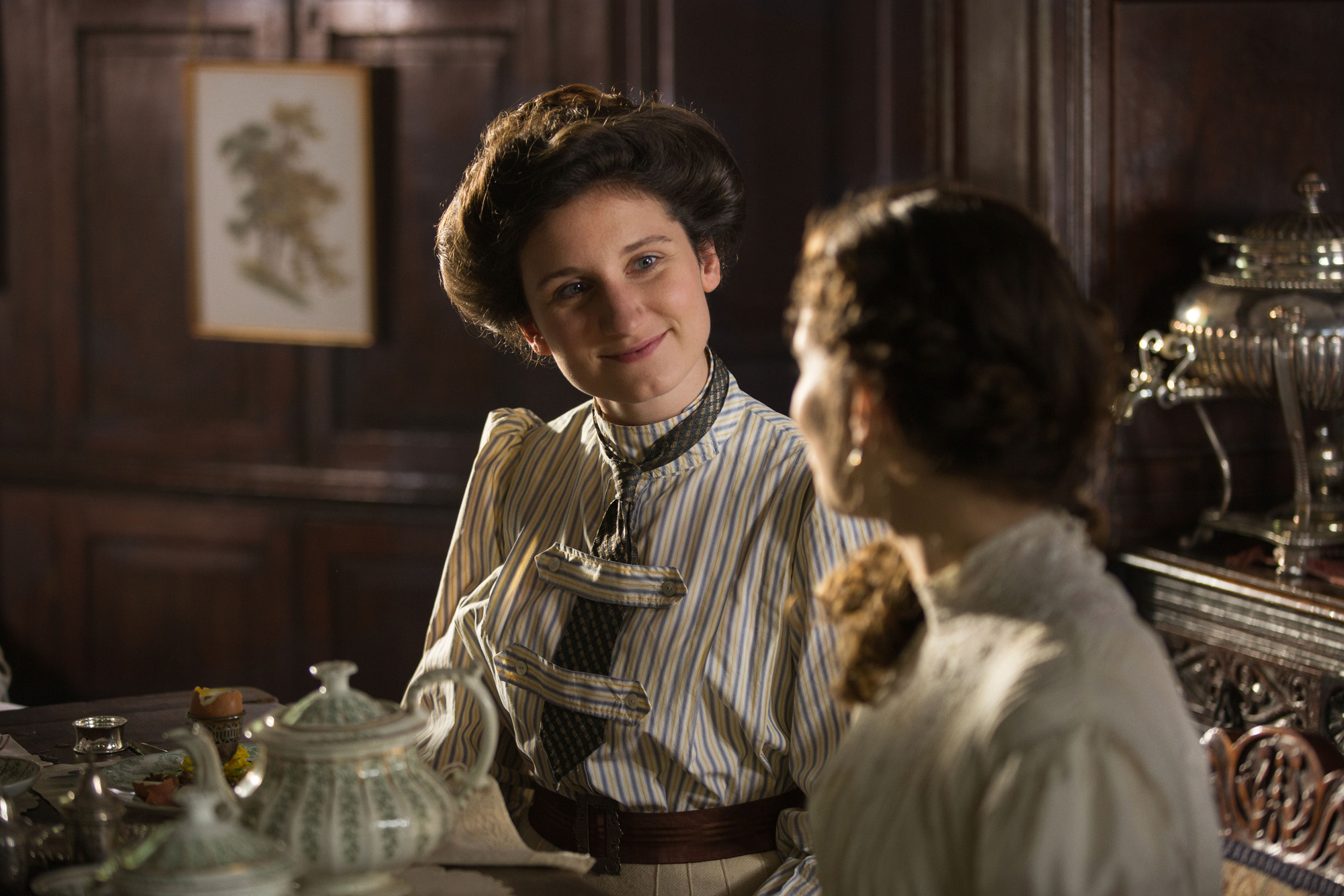 WARNING: Embargoed for publication until 00:00:01 on 07/11/2017 - Programme Name: Howards End - TX: n/a - Episode: Howards End - Ep 1 (No. n/a) - Picture Shows: *STRICTLY NOT FOR PUBLICATION UNTIL 00:01HRS, TUESDAY 7TH NOVEMBER, 2017* Evie Wilcox (BESSIE CARTER) - (C) Playground Television UK Limited 2017 - Photographer: Laurie Sparham