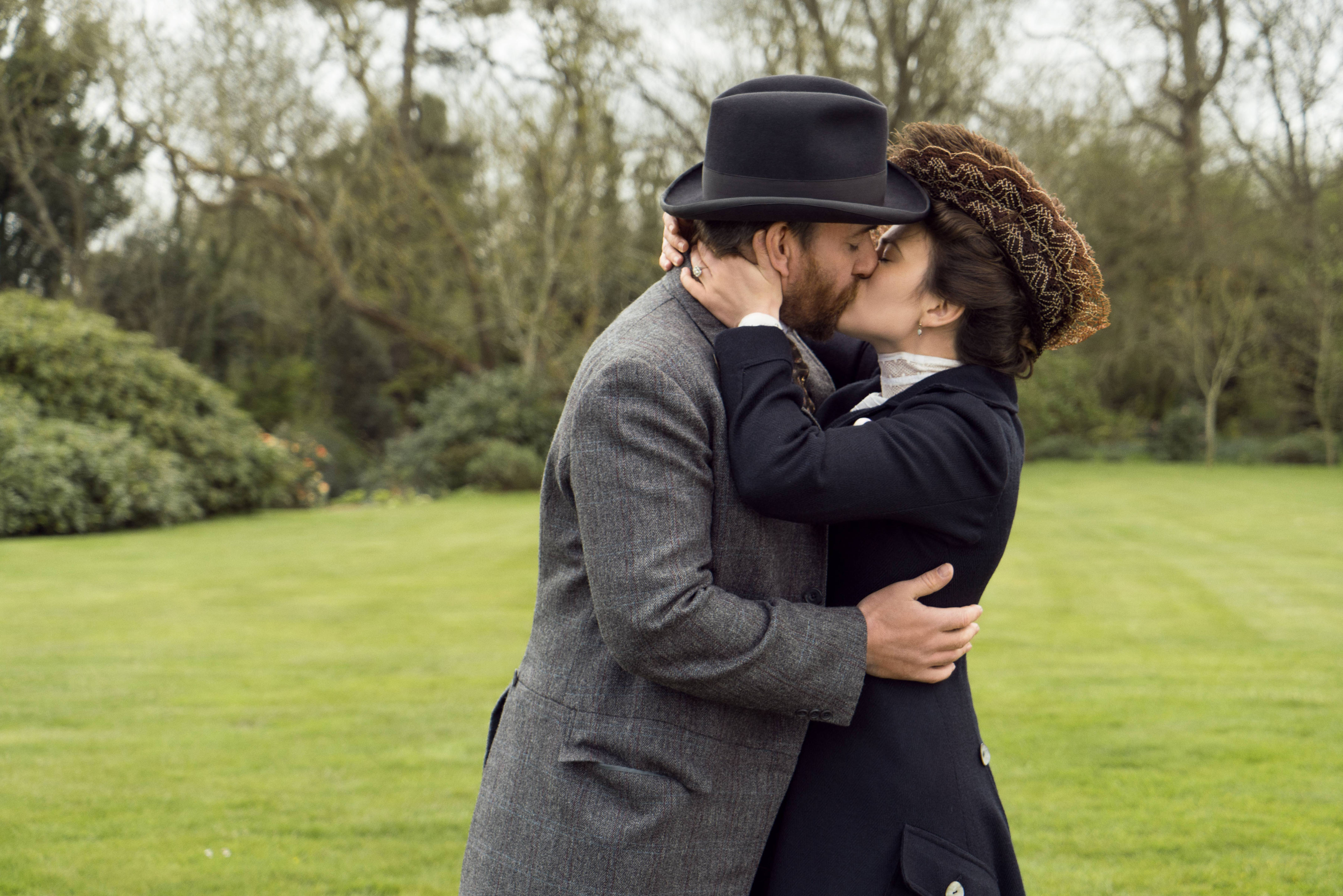 WARNING: Embargoed for publication until 00:00:01 on 21/11/2017 - Programme Name: Howards End  - TX: n/a - Episode: Howards End - Ep 3 (No. n/a) - Picture Shows: *STRICTLY NOT FOR PUBLICATION UNTIL TUESDAY 21ST NOVEMBER, 2017* Henry Wilcox (MATTHEW MacFADYEN), Margaret Schlegel (HAYLEY ATWELL) - (C) Playground Television UK Limited 2017 - Photographer: Laurie Sparham