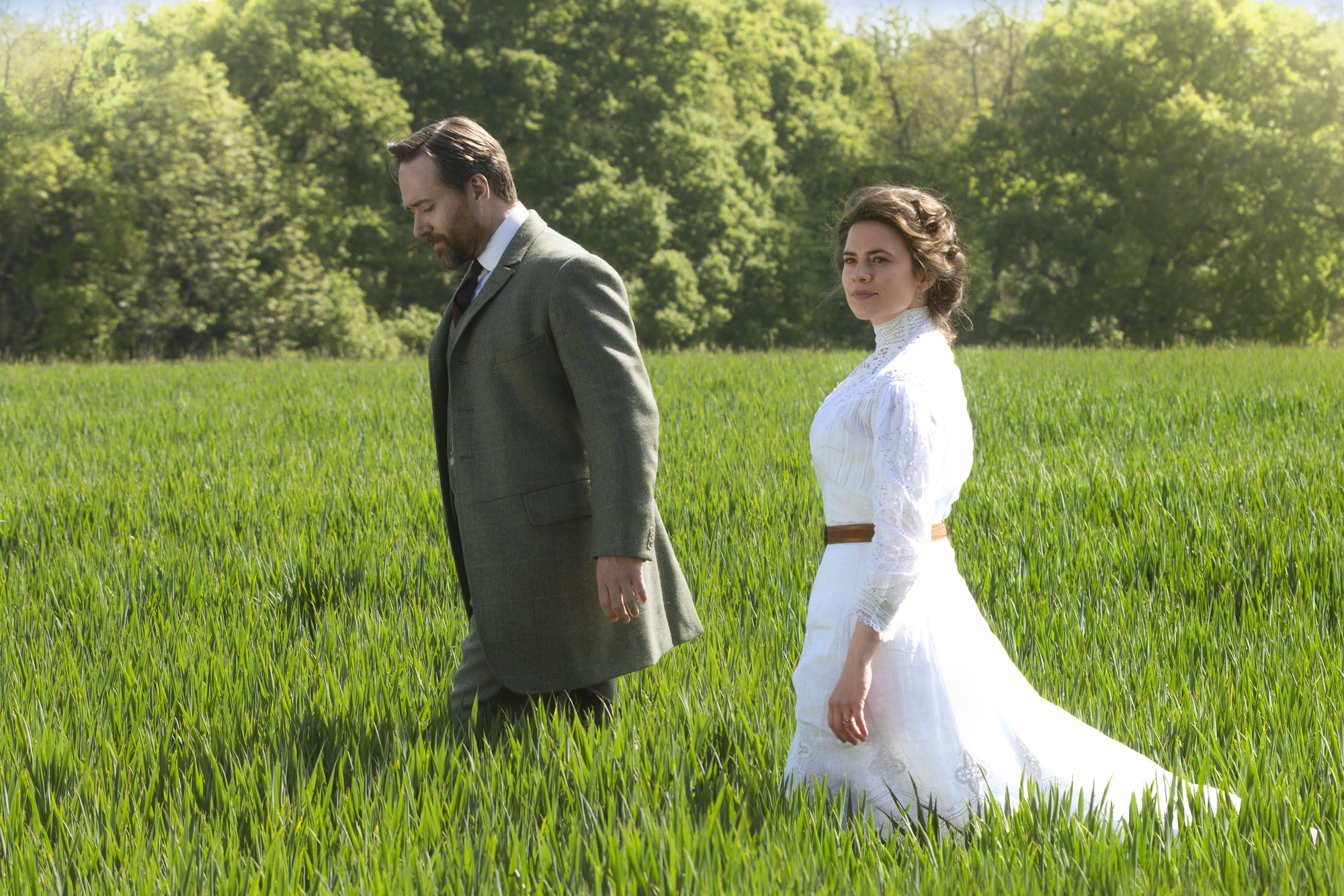 Margaret Schlegel (Hayley Atwell) and Henry Wilcox (Matthew Macfadyen) in Howards End (BBC, TL)