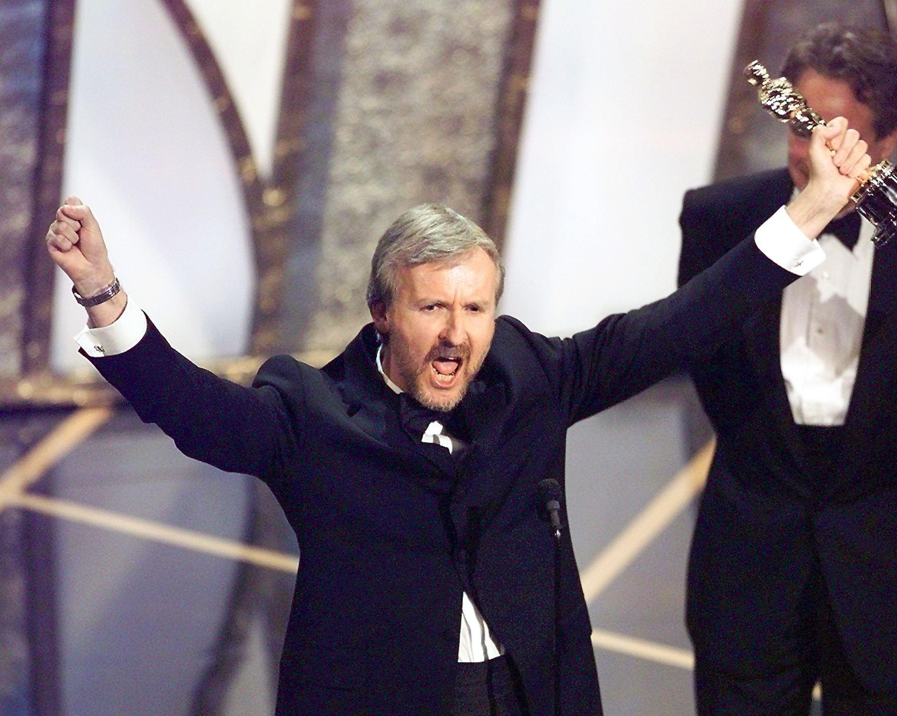 James Cameron Oscars 1998 (Getty, EH)
